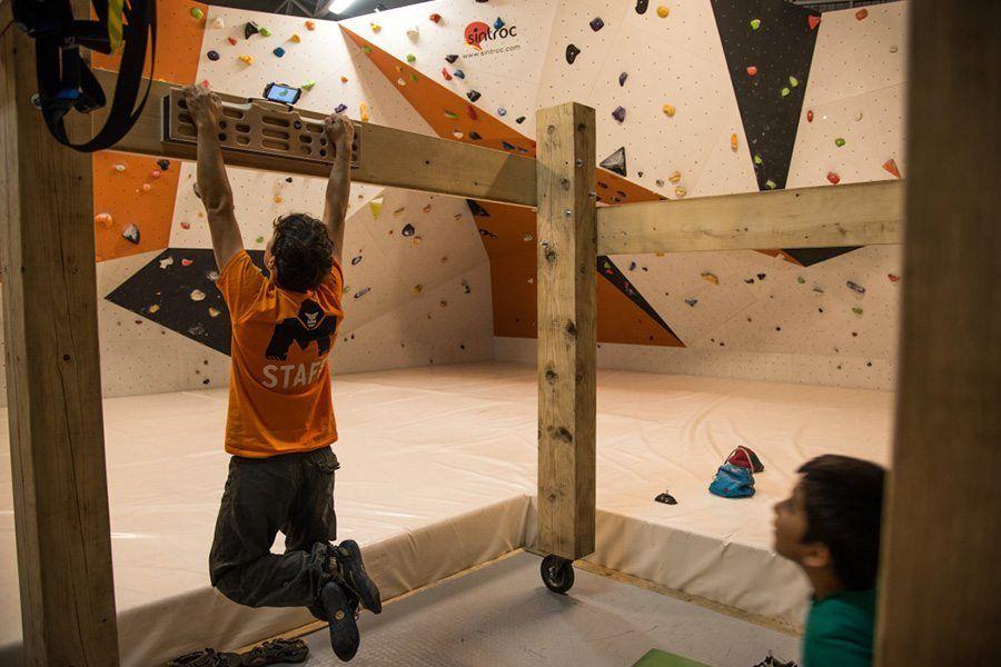 Parete Scalata Roma : Scuola di climbing e arrampicata libera forum roma sport center